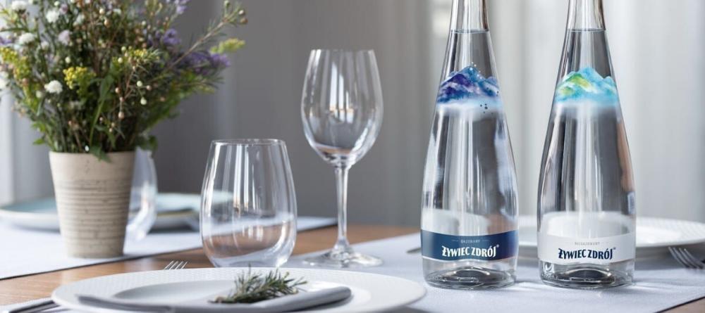 Woda w butelce szklanej czy plastikowej? - poznaj różnicę