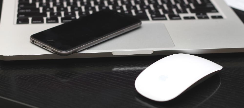 podkładka pod mysz biała w biurze